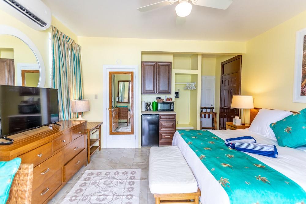 https://i.travelapi.com/hotels/1000000/810000/803300/803227/74588673_z.jpg