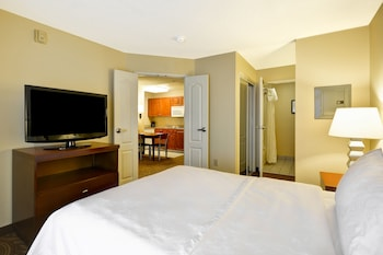 Suite, 1 Queen Bed, Accessible, Bathtub