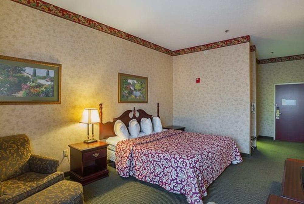 페어브리지 인 익스프레스 휘틀리 시티(FairBridge Inn Express Whitley City) Hotel Image 4 - Guestroom