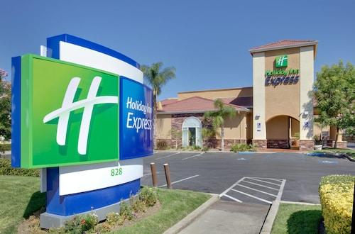 . Holiday Inn Express Oakdale, an IHG Hotel