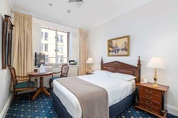 Queen Room with Continental Breakfast