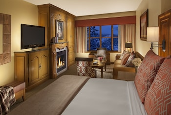 Premium Room, 1 King Bed with Sofa bed, Fireplace