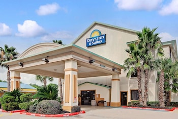 Book Days Inn and Suites - Houston, TX in Houston.