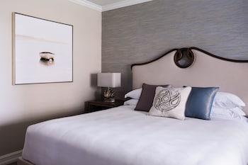 Standard View, Guest room, 1 King, Low floor, Balcony