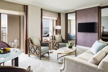 Club Suite, 1 Bedroom, Bay View (2 Balconies)
