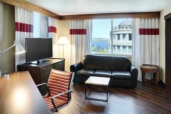 Junior Suite, 1 King Bed, Non Smoking, Corner
