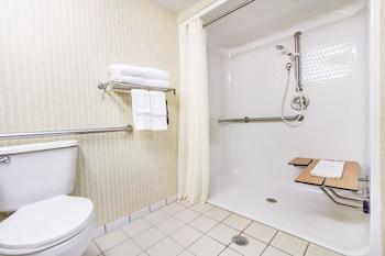 Comfort Inn & Suites - Bathroom Shower  - #0
