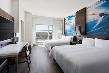 Guestroom at San Diego Marriott Del Mar in San Diego