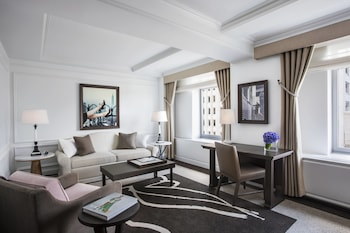 Suite, 1 Bedroom (Avenue View 1 King with Sofa bed)