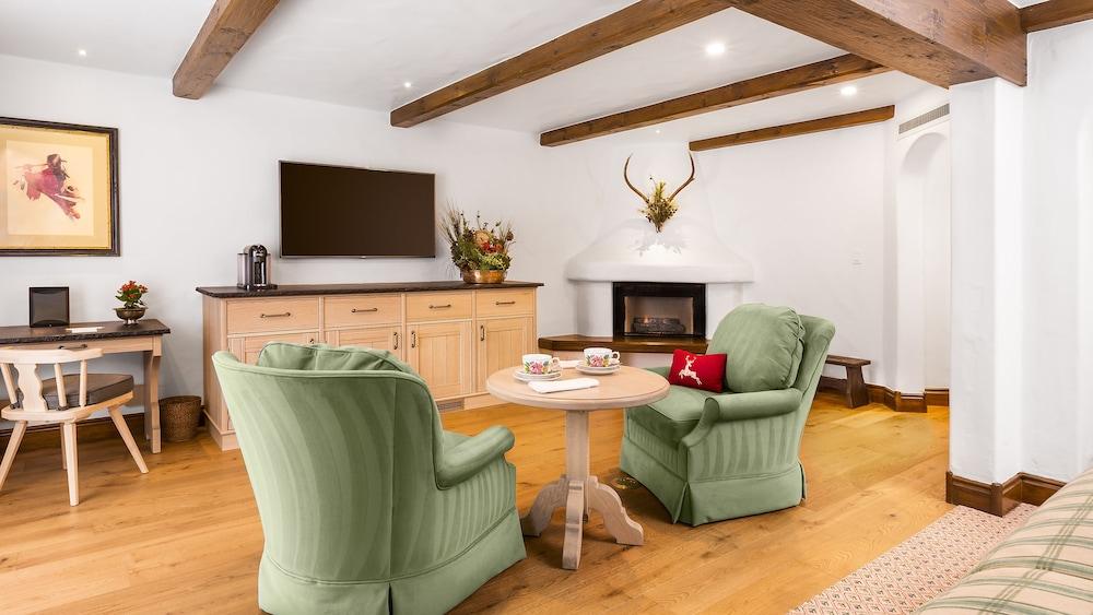 Suite, 2 Bedrooms (Golden Peak Bi-Level)