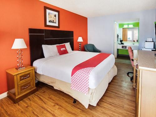 . OYO Hotel Europa Ridgecrest CA - W Upjohn Ave