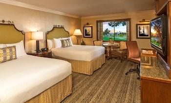 Room, 2 Queen Beds, Golf View