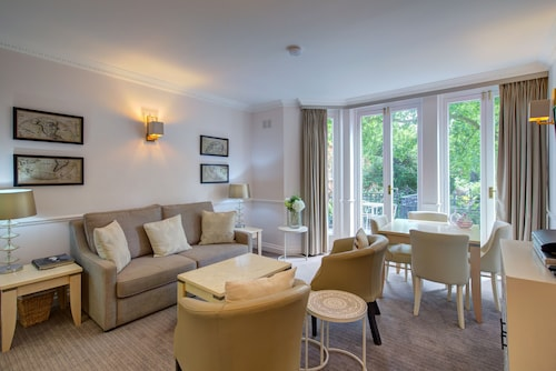 . Collingham Serviced Apartments