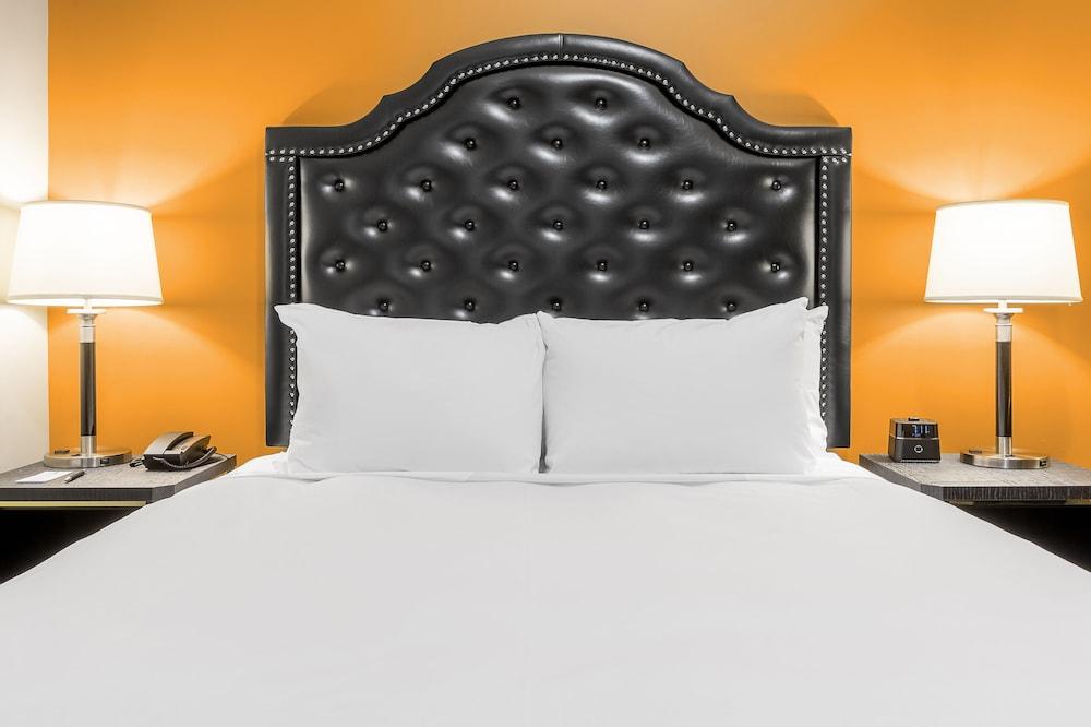 https://i.travelapi.com/hotels/1000000/850000/849200/849193/0f64d196_z.jpg