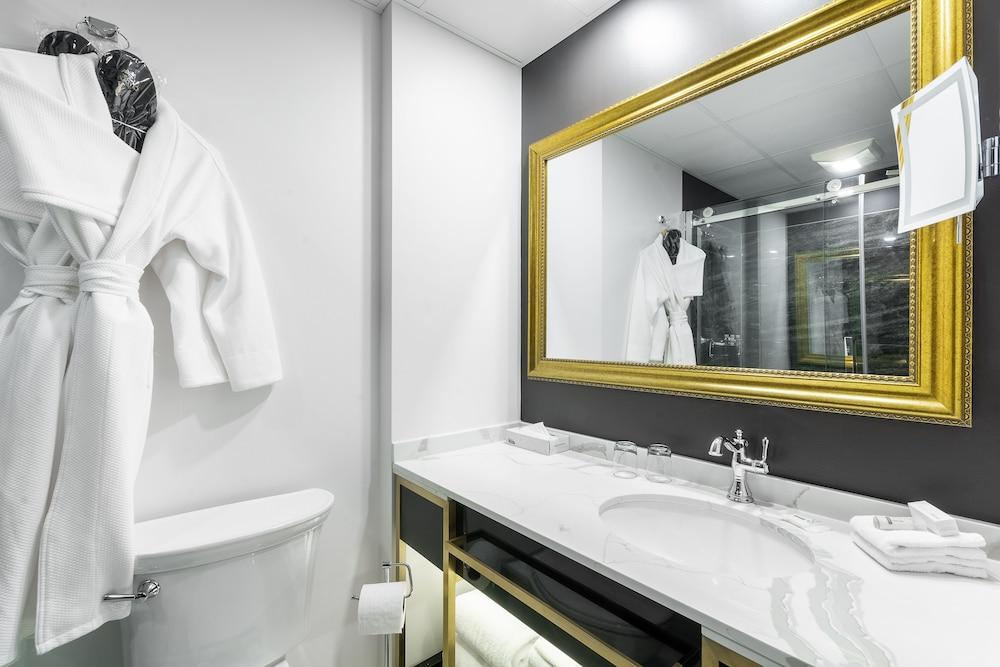 https://i.travelapi.com/hotels/1000000/850000/849200/849193/3b369f4a_z.jpg