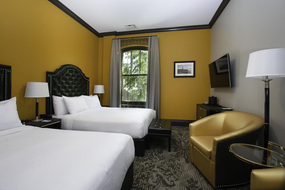 https://i.travelapi.com/hotels/1000000/850000/849200/849193/4b304ae0_z.jpg