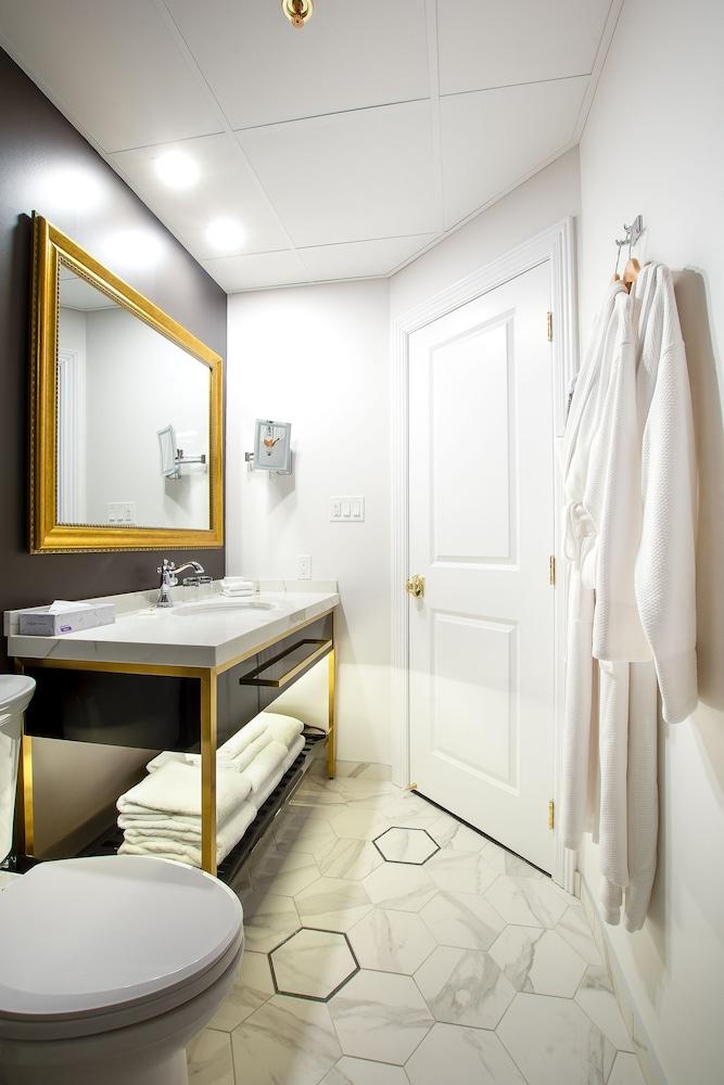 https://i.travelapi.com/hotels/1000000/850000/849200/849193/4b46ca2e_z.jpg