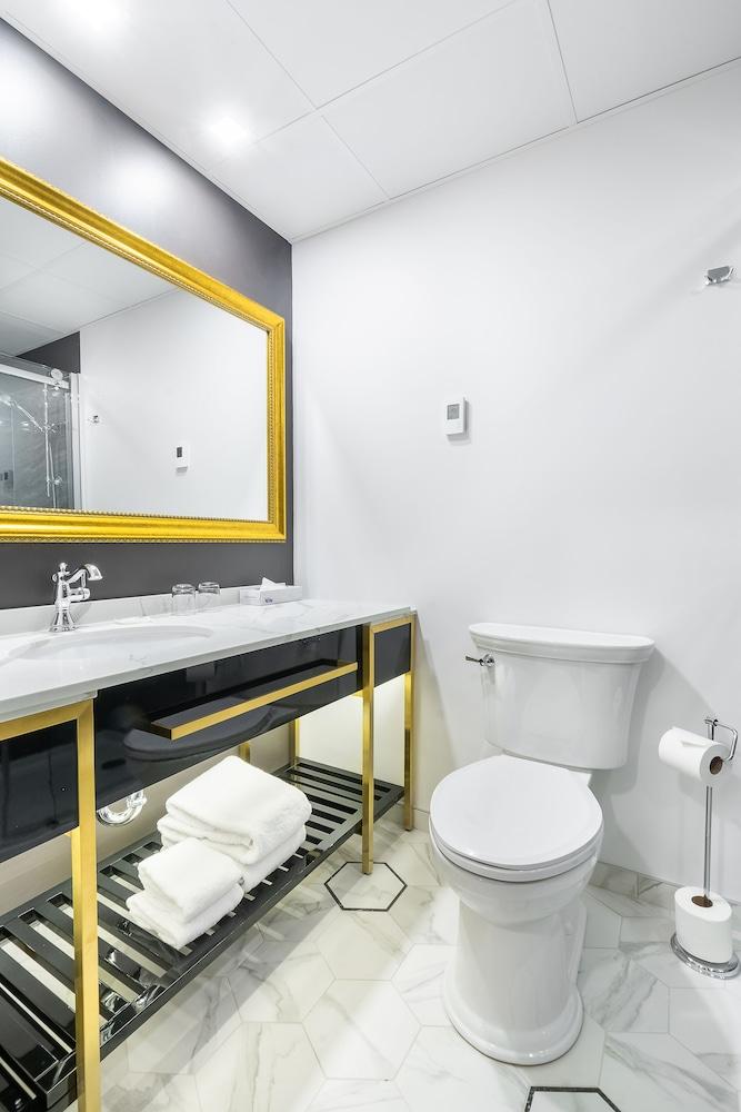 https://i.travelapi.com/hotels/1000000/850000/849200/849193/68dba370_z.jpg