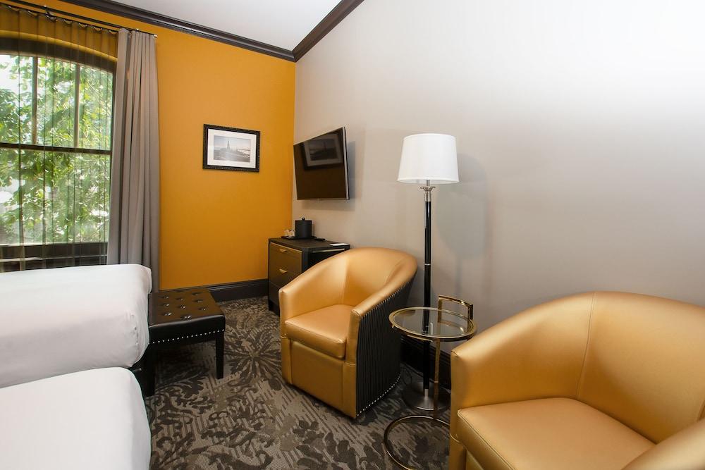 https://i.travelapi.com/hotels/1000000/850000/849200/849193/8fe4fd00_z.jpg