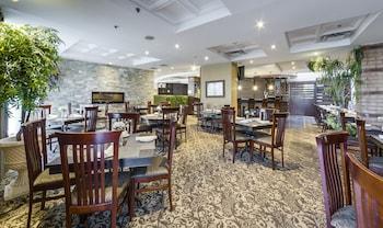 Monte Carlo Inn Airport Suites - Restaurant  - #0