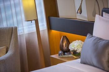 Room, 1 Queen Bed, Balcony, Garden View