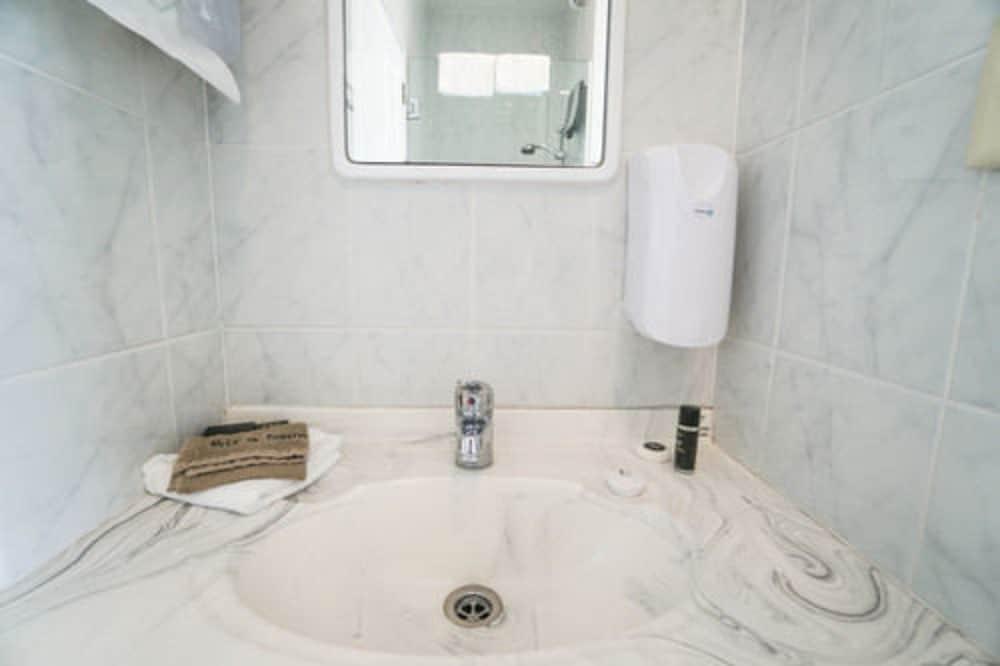 앵글씨 모텔 & 컨퍼런스 센터(Anglesea Motel and Conference Centre) Hotel Image 20 - Bathroom