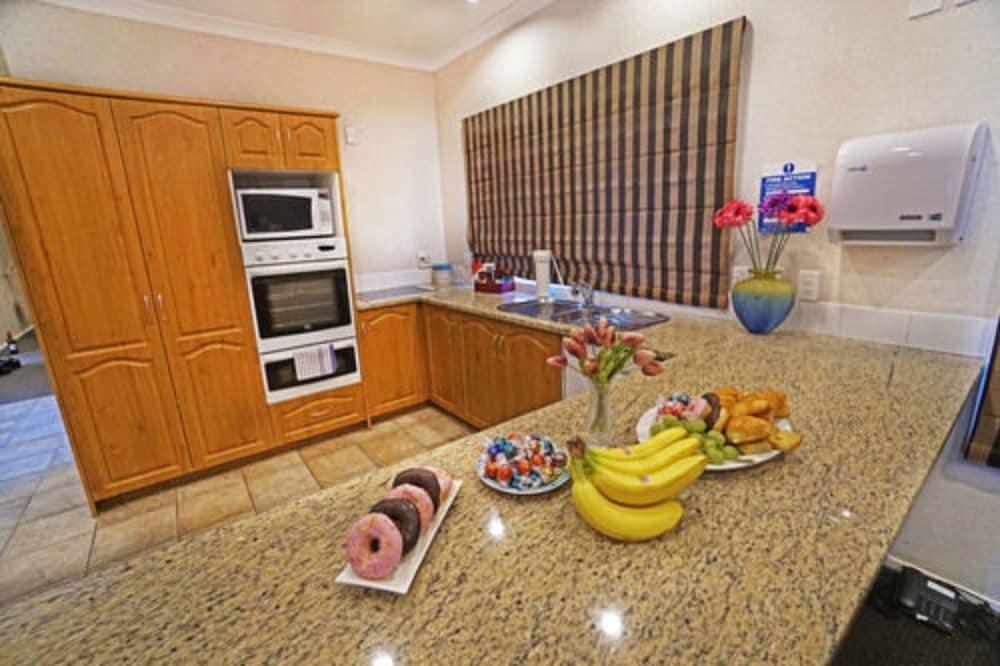 앵글씨 모텔 & 컨퍼런스 센터(Anglesea Motel and Conference Centre) Hotel Image 12 - In-Room Kitchen