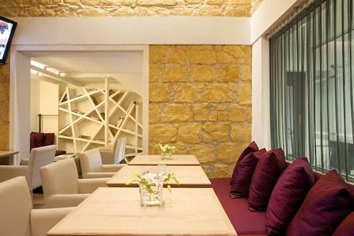 . Classic Hotel