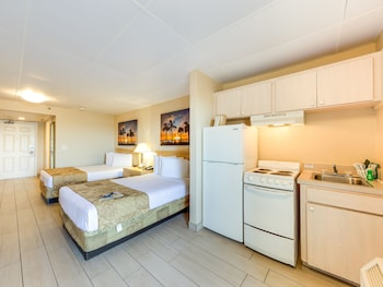 Room, 2 Double Beds, Kitchenette, Ocean View (Poolside)