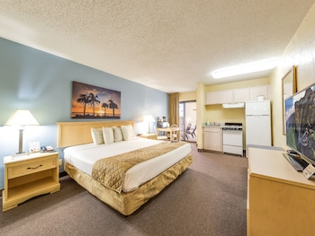 Room, 1 King Bed, Kitchenette, River View