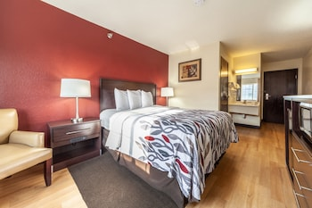 Deluxe Room, 1 Queen Bed, Accessible (Roll-In Shower, Smoke Free)