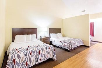 Standard Suite (3 Queen Beds, Smoke Free)