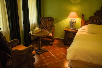 Superior Room, 1 King Bed, Poolside