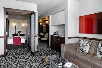 Suite, 1 Queen Bed (Deluxe Queen Suite)