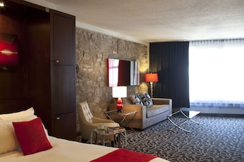 Suite, 1 Queen Bed (Superior Queen Suite)