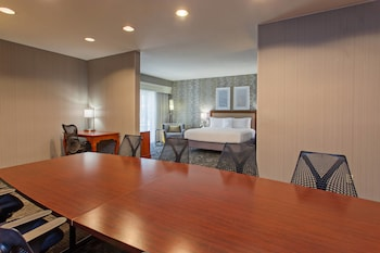 Guestroom at Courtyard by Marriott San Diego Central in San Diego