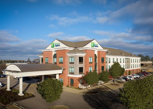 . Holiday Inn Express & Suites Olive Branch