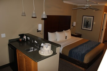Comfort Inn And Suites - Guestroom  - #0