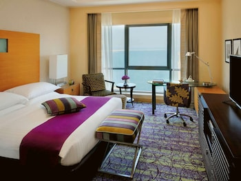 Deluxe Room, 1 King Bed, Sea View
