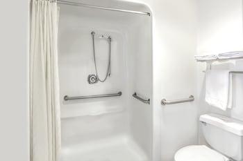Super 8 by Wyndham FT. Pierce - Bathroom  - #0