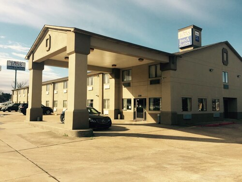 . Texas Inn & Suites