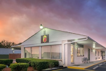 Hotel - Super 8 by Wyndham Centerville-Richmond