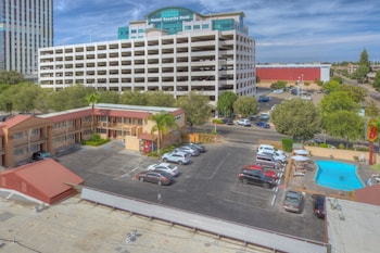 Travelodge by Wyndham Fresno Convention Center Area - Aerial View  - #0