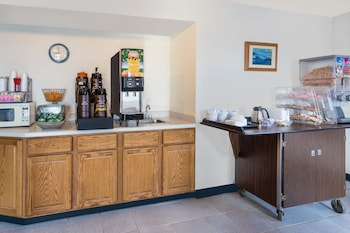 Super 8 by Wyndham Hebron Lowell Area - Breakfast Area  - #0