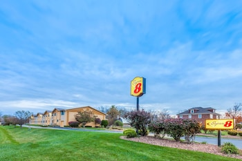 Syracuse Vacations - Super 8 by Wyndham Liverpool/Clay/Syracuse Area - Property Image 1