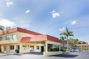 Hotel Gallarey Super 8 by Wyndham Sarasota Near Siesta Key