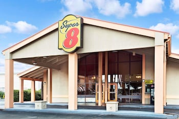 Featured Image at Super 8 by Wyndham Kissimmee/Maingate/Orlando Area in Kissimmee