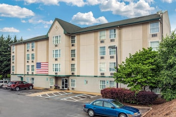 Hotel - Rodeway Inn & Suites near Outlet Mall - Asheville