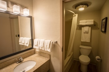 Super 8 by Wyndham State College - Bathroom  - #0
