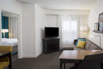 Suite, 1 Bedroom (1 Queen, Sofa Bed, Newly Renovated)